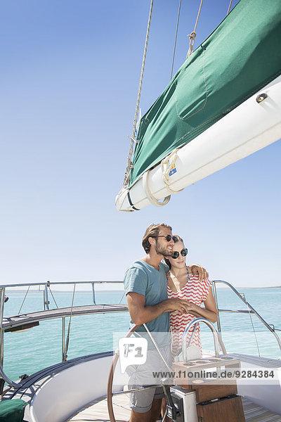 Steuersegelboot zusammen koppeln