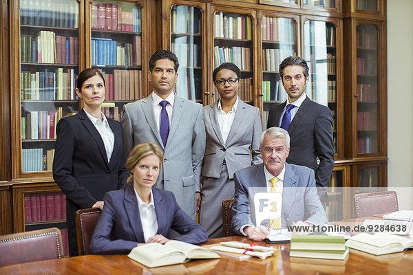 Anwälte zusammen in Kammern