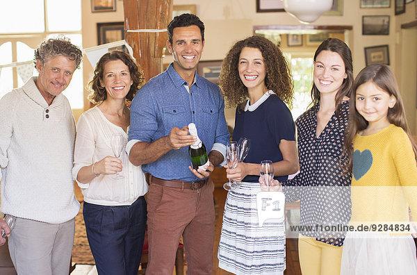 Familienfeier mit Getränken