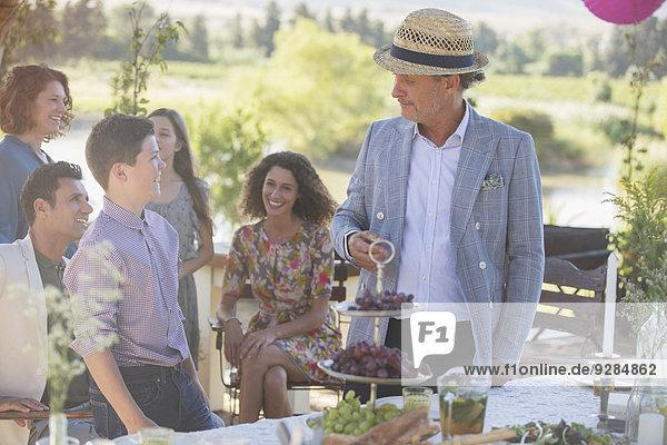 Familiengespräche am Picknicktisch