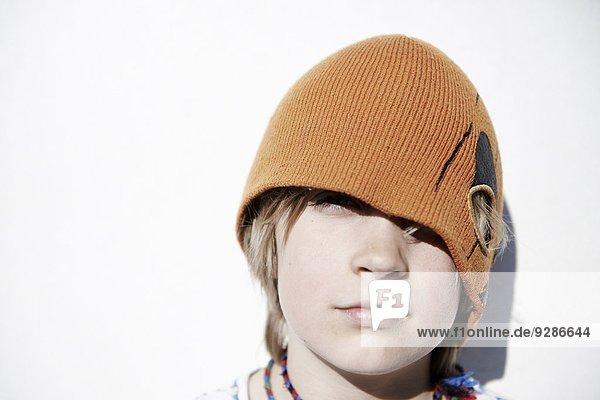 Portrait Junge - Person Hut Kleidung stricken