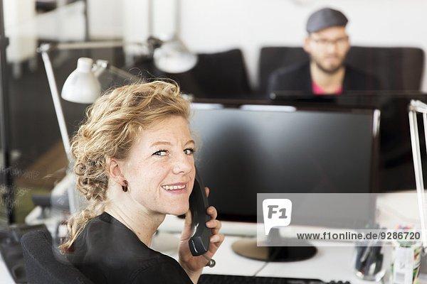 Frau arbeiten Büro