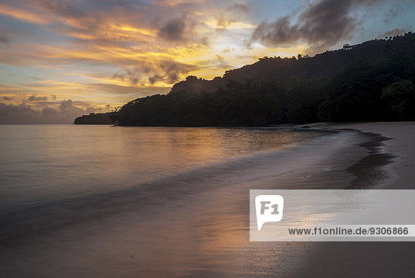 Champagne Beach bei Sonnenaufgang  Espiritu Santo  Vanuatu