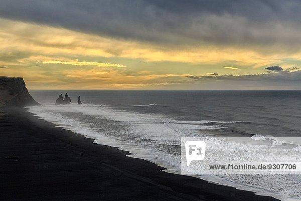 Stapel denken Strand Wasserwelle Welle Meer Entdeckung Island Vík í Mýrdal Reynisfjara Basalt Folklore