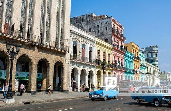 Havanna Hauptstadt Auto Straße Großstadt Taxi fünfziger Jahre 50er Klassisches Konzert Klassik Kuba Innenstadt alt Straßenverkehr