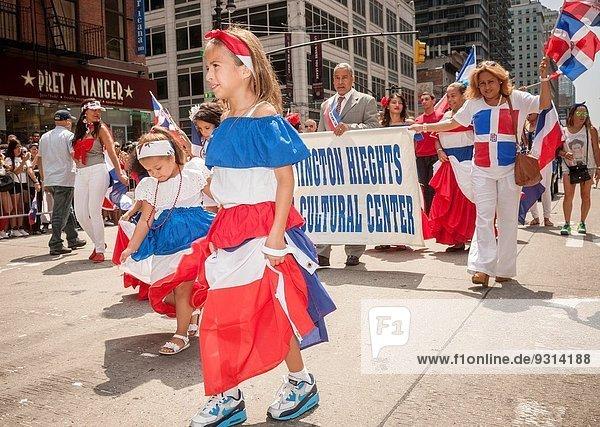 Tag Tänzer Dominikanische Republik Allee März neu Parade