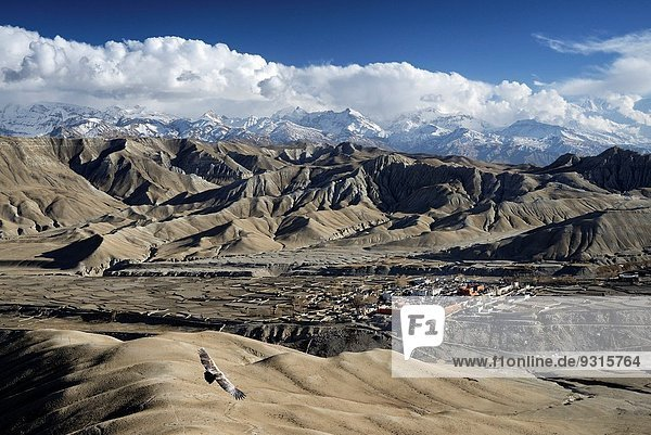 nahe fliegen fliegt fliegend Flug Flüge Wand über Großstadt Hauptstadt Geschichte Grenze Adler Mustang Nepal Tibet