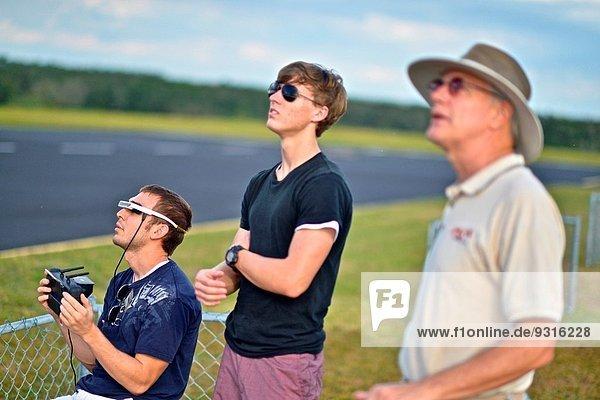 benutzen Verkehr klein Mensch Training lernen Student Ansicht Pilot Luftfahrzeug Kurs Universität