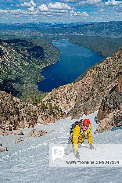 Berg 4 Junge - Person Ehrfurcht Markierung Entdeckung Mittelpunkt Richtung Grad Celsius Urteil beobachten 3 klettern