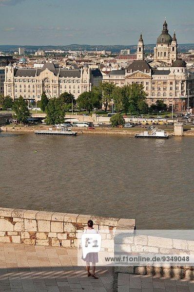 Budapest Hauptstadt Drehzahlmesser Frau ehrbar Gebäude Fluss 1 Donau Name hoch oben Basilika katholisch Ungarn römisch