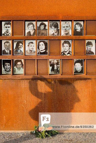 Berlin Hauptstadt Osten Mensch Eskapismus Menschen töten Fotografie Wachmann Grenze Deutschland Prenzlauer Berg Berlin,Hauptstadt,Osten,Mensch,Eskapismus,Menschen,töten,Fotografie,Wachmann,Grenze,Deutschland,Prenzlauer Berg
