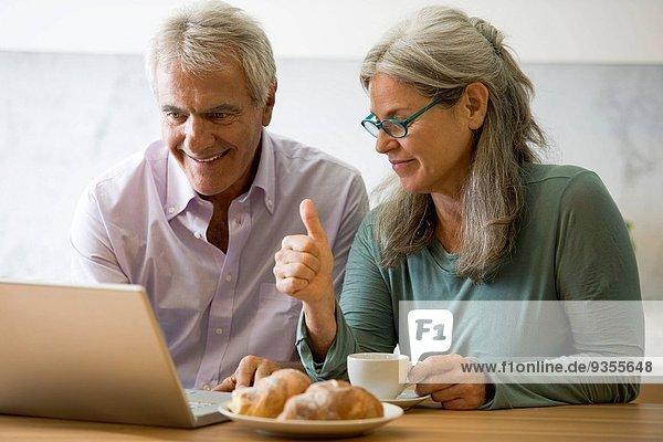 Computer reifer Erwachsene reife Erwachsene
