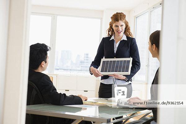 Geschäftsfrau sprechen Besuch Treffen trifft