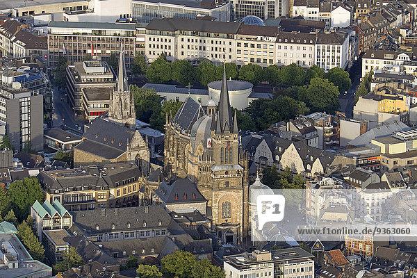 Deutschland  Nordrhein-Westfalen  Aachen  Luftbild der Innenstadt mit Aachener Dom