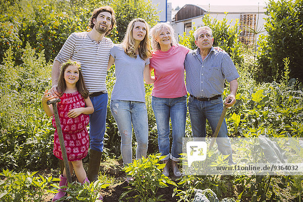 Germany  Northrhine Westphalia  Bornheim  Family working in vegetable garden