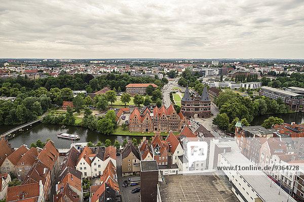 Deutschland  Lübeck  Blick über die historische Stadt mit Holstentor