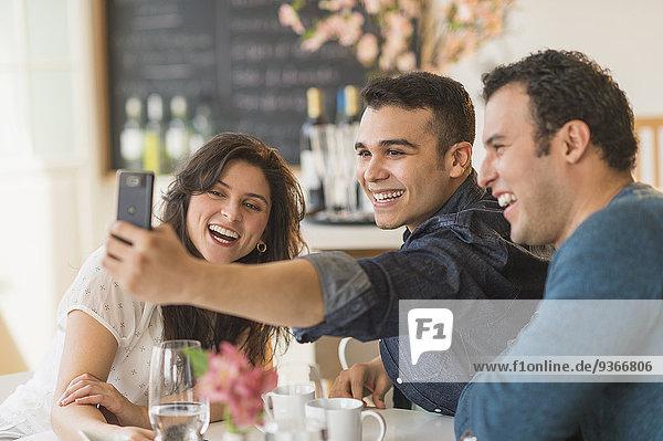 Handy Freundschaft nehmen Hispanier Cafe Gemälde Bild