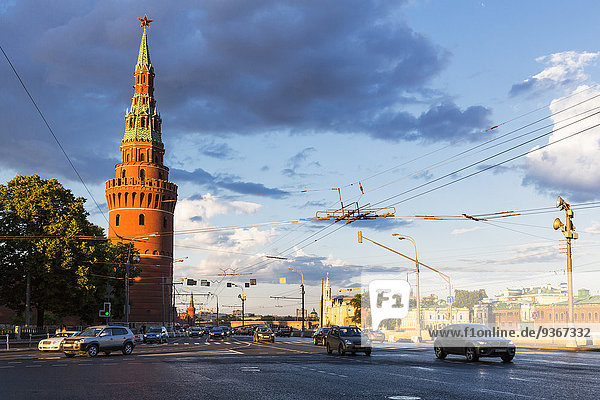 Russland  Moskau  Moskwa  Kremlmauer mit Turm
