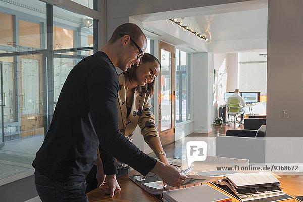 Mensch Geschäftsbesprechung Menschen Zimmer arbeiten Business Konferenz