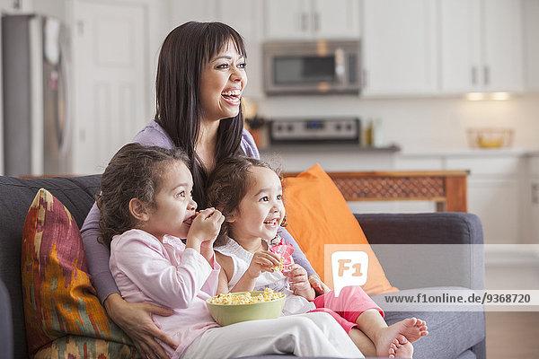 sehen Couch Fernsehen Tochter Mutter - Mensch