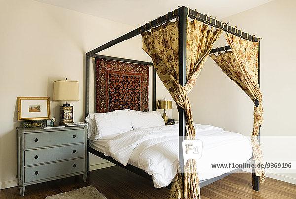 Schlafzimmer Bett Baldachin