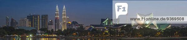Kuala Lumpur Hauptstadt Panorama Skyline Skylines beleuchtet Großstadt Ansicht Malaysia