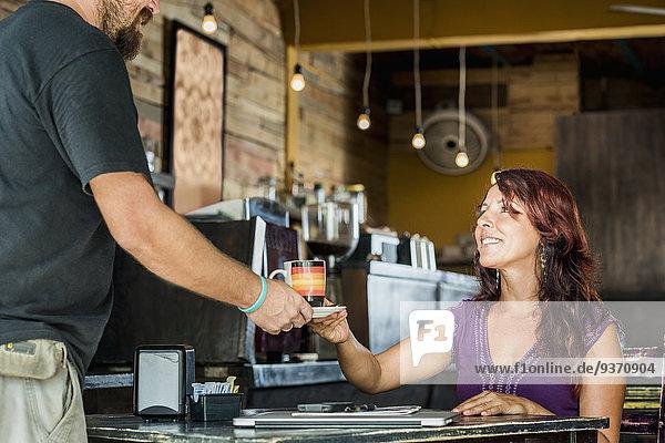 Frau Hispanier Cafe Kaffee