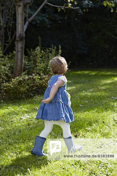 Garten Mädchen spielen