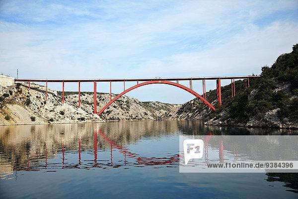 Meer Brücke Spiegelung rot Kroatien
