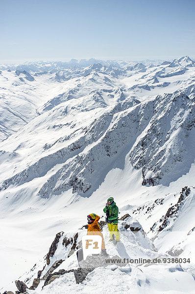 Berg nehmen 2 Ski sehen Alpen