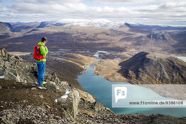 Landschaftlich schön landschaftlich reizvoll Berg nehmen wandern sehen Fjord