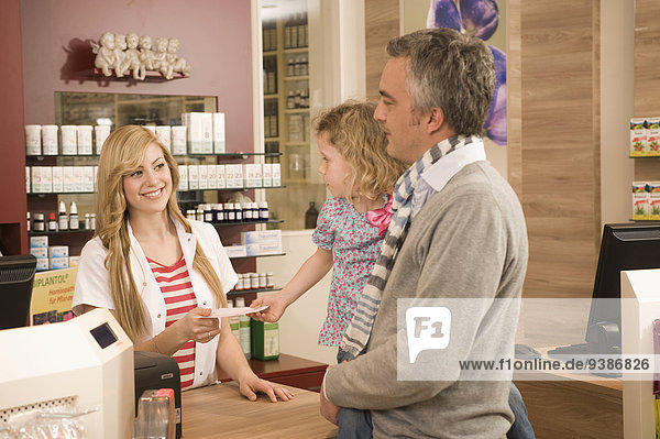 Menschlicher Vater Pharmazie Tochter Apotheke
