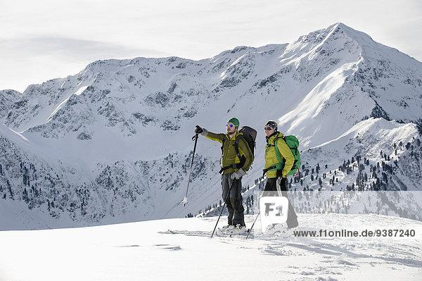 stehend Landschaftlich schön landschaftlich reizvoll Berg unbewohnte entlegene Gegend Ski