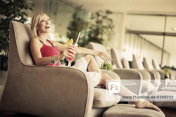 Frau Entspannung Stuhl jung