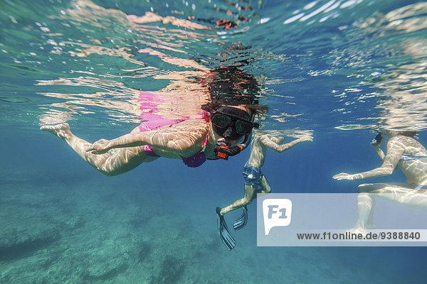 Mensch Menschen Menschengruppe Menschengruppen Gruppe Gruppen Ozean Schwimmer schwimmen Adriatisches Meer Adria