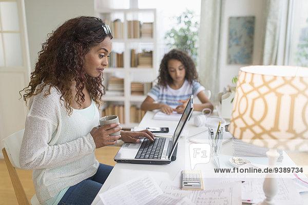 Hintergrund 5-9 Jahre 5 bis 9 Jahre Mädchen Hausaufgabe