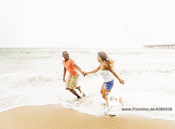 Strand rennen jung