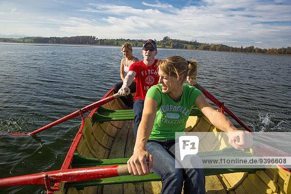 Freizeit Frau Mann Sport Abenteuer Wassersport See Boot Schiff Kanton Zürich