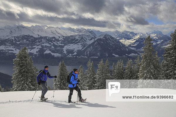 Schneeschuh Frau Berg Winter Mann Wintersport Zentralschweiz Vierwaldstättersee