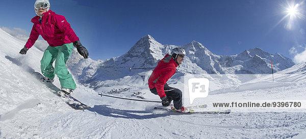 Frau Berg Winter Mann schnitzen Skisport Ski Berner Alpen Mönch Wintersport