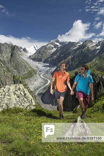 Freizeit Frau Berg Mann Sport gehen Abenteuer Weg Eis wandern Moräne Wanderweg