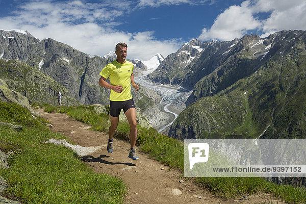 Freizeit Berg Mann Sport Abenteuer rennen Eis Läufer Moräne