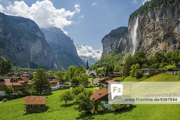 Europa Berg Landschaft Reise Großstadt bunt Kirche Alpen Wasserfall Tourismus Berner Oberland Lauterbrunnen Schweiz