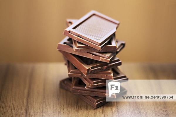 Nahaufnahme eines Stapels von Schokoladenquadraten
