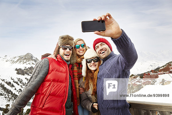 Zusammenhalt,Freundschaft,Fotografie,nehmen,Schnee