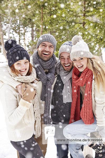 Freundschaft,umarmen,Schnee