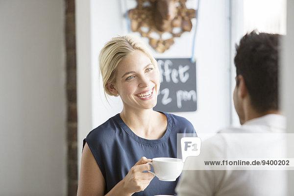 Gemeinsames Kaffeetrinken im Cafe