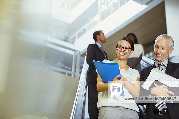 Mensch,sehen,Büro,Menschen,über,Gebäude,Dokument,Business