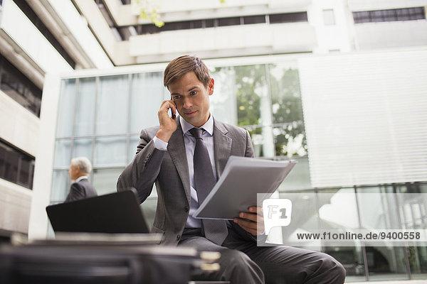Geschäftsmann,arbeiten,Gebäude,Sitzbank,Bank,Büro
