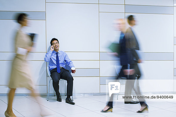 Handy,sitzend,sprechen,Geschäftsmann,Gebäude,Büro
